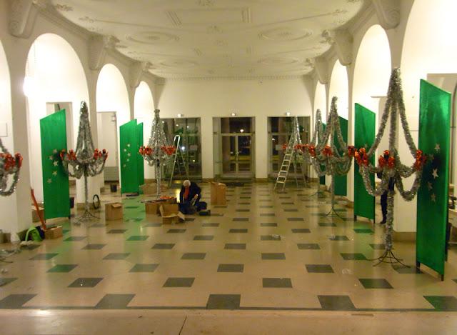 Weihnachtliche Dekoration Foyer Hannover Congress Centrum für Weihnachts-Galaball Tanzschulen Bothe