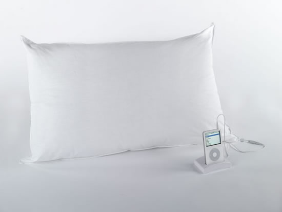 The sound pillow for music lovers go gadget plus for Music speaker pillow
