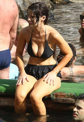 English: Al Pacino girlfriend Lucila Sola beauty treatment Black Bikini Ischia, Italy