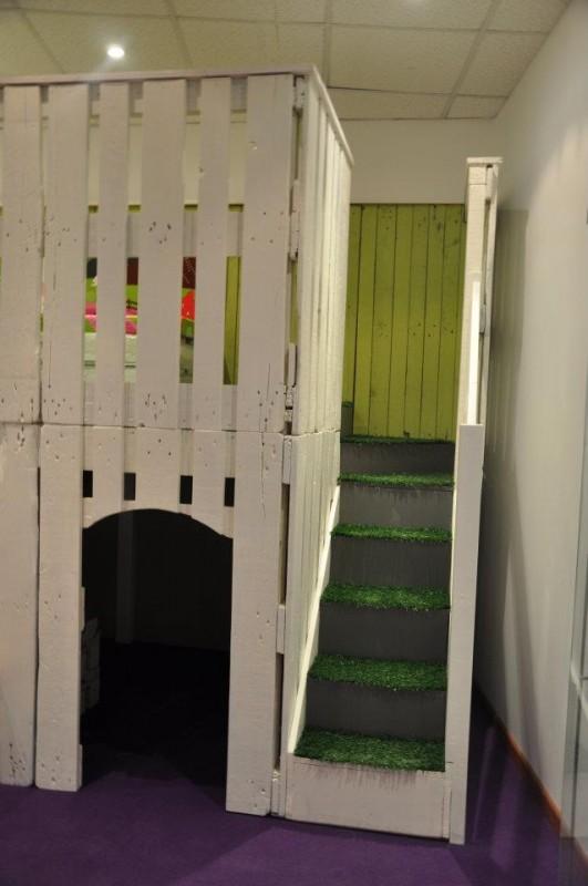 baby the kid une cabane en bois de palettes. Black Bedroom Furniture Sets. Home Design Ideas