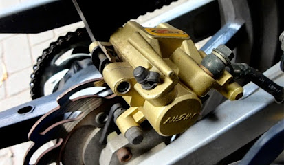Cara Membersihkan Kaliper Rem Cakram Sepeda Motor