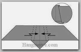 Bước 4: Gấp gấp khúc (gấp kiểu chữ Z) hai cạnh giấy vào trong.