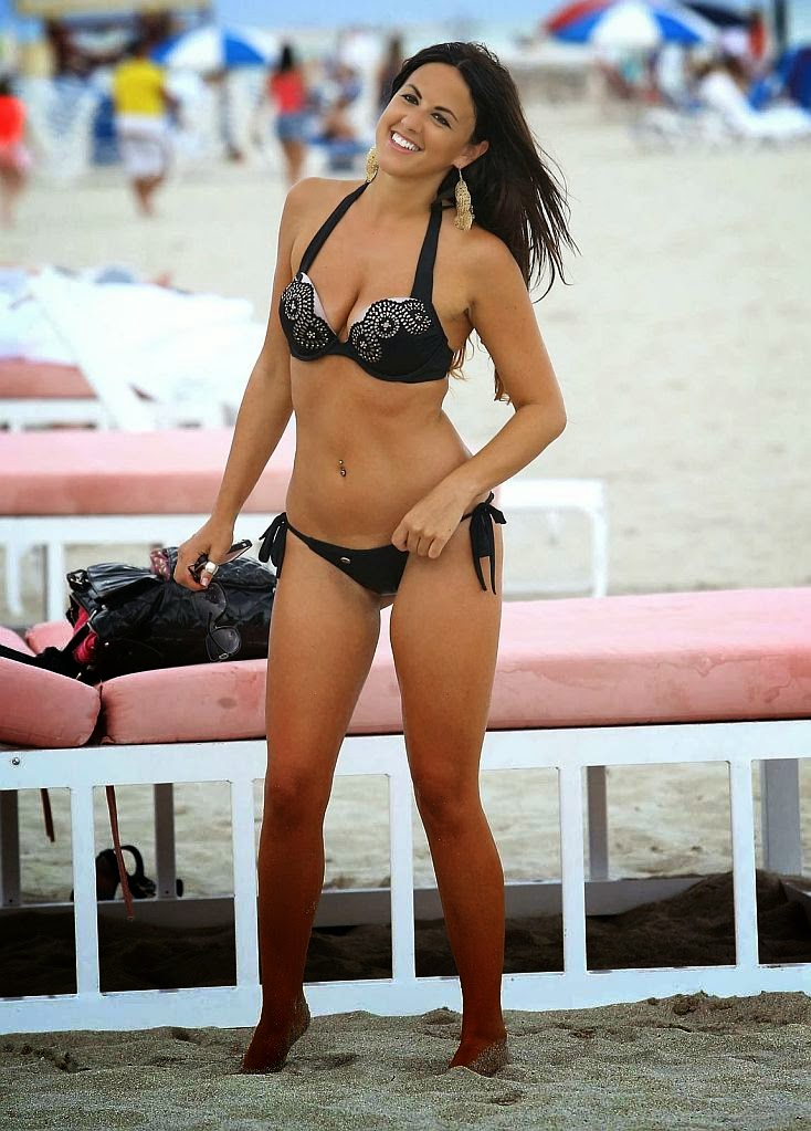 Logan Fazio and Claudia Romani accentuate their female physique on a photo shoots on Tuesday,‭ ‬February‭ ‬28,‭ ‬2014‭ ‬in Miami.