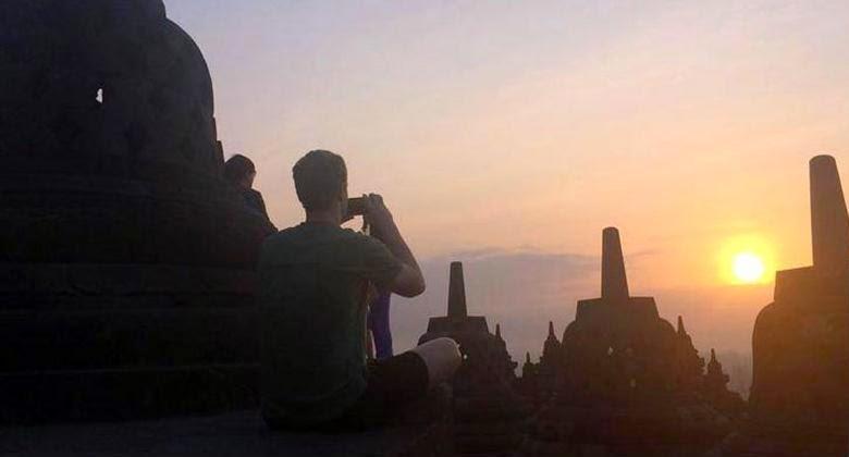 Kedatangan Mark Zuckerberg di Candi Borobudur