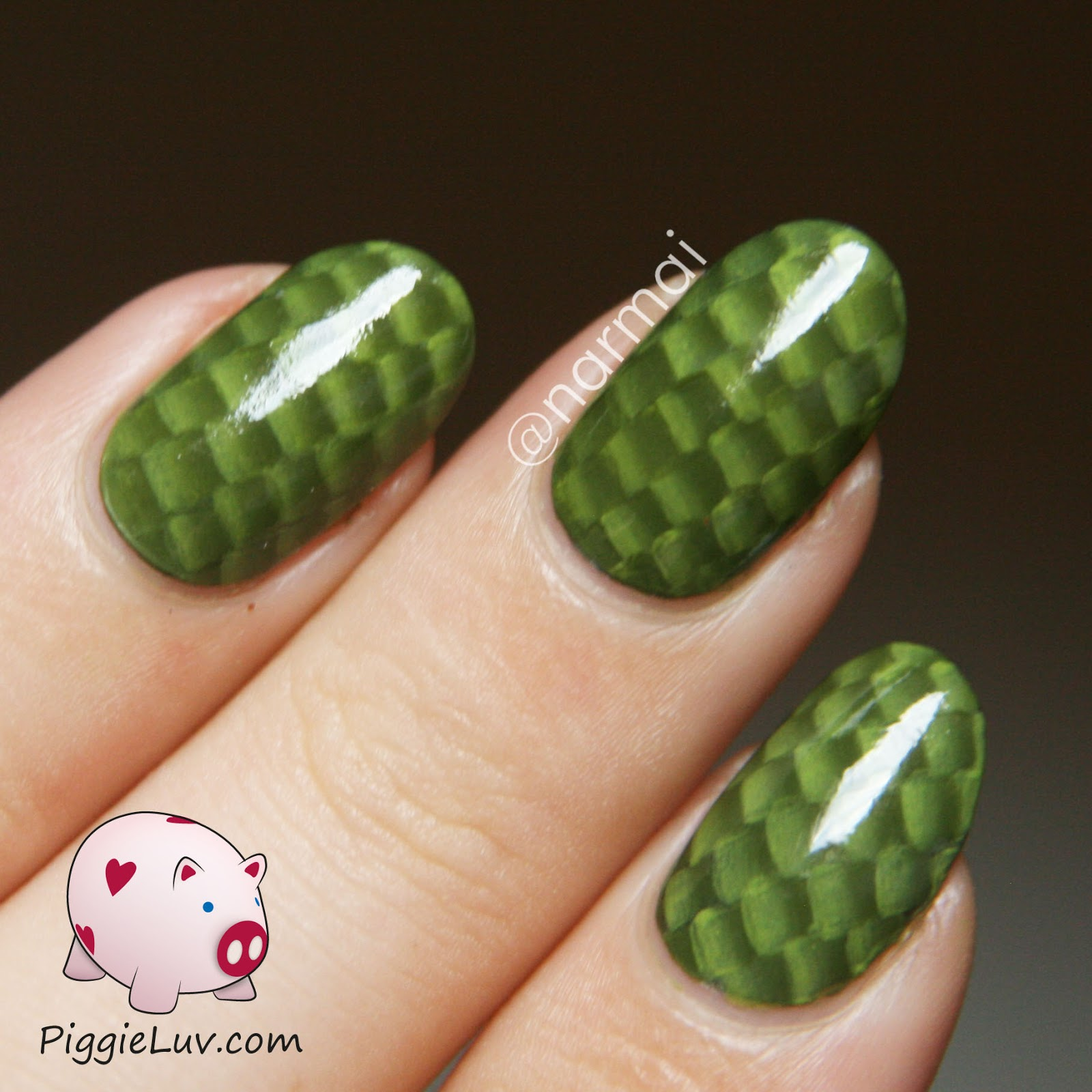 Piggieluv One Stroke Snake Skin Nail Art With Video Tutorial