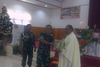 Yonif 509/Raider Kostrad Berikan Sumbangan Rosario di Papua