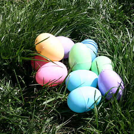 easter eggs pictures to colour. real easter bunnies and eggs.
