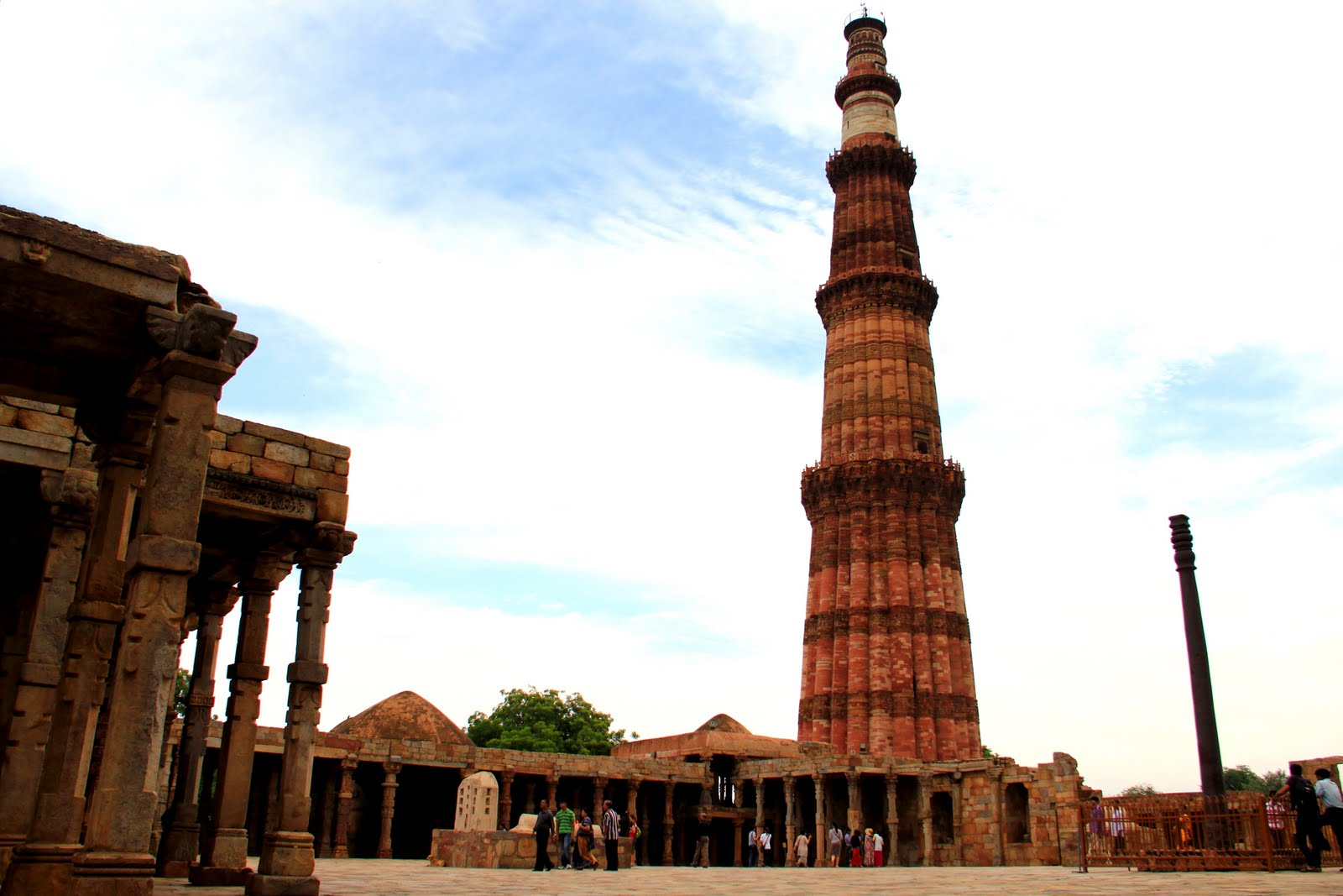 qutub minar Qutab minar in delhi is among the tallest and famous towers in the world qutub minar is also famous for its architecture, history, design.