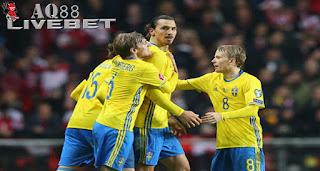 Agen Piala Eropa - Swedia memastikan tiket lolos ke putaran final Piala Eropa 2016 usai bermain imbang 2-2 dengan Denmark di leg kedua Play-off.