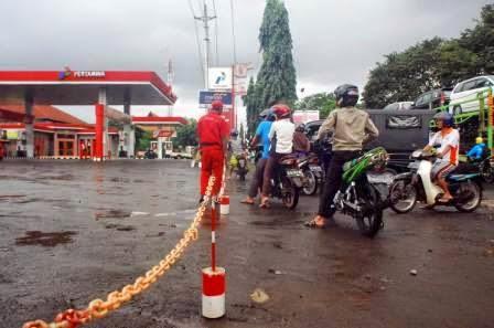 BBM Turun, SPBU Batang Tutup