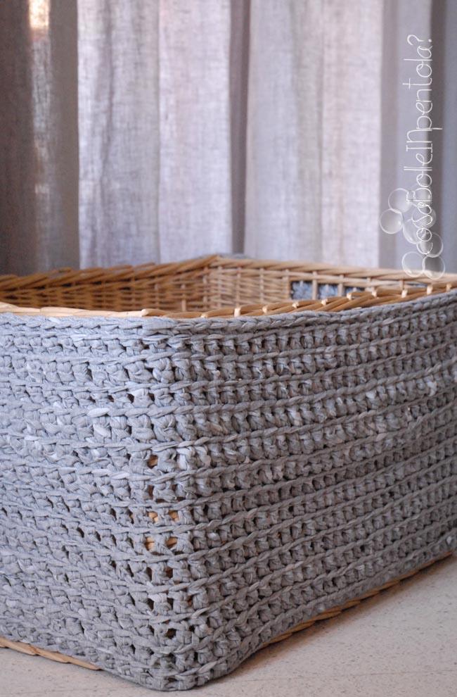 cosa bolle in pentola cesta per la legna con vestito