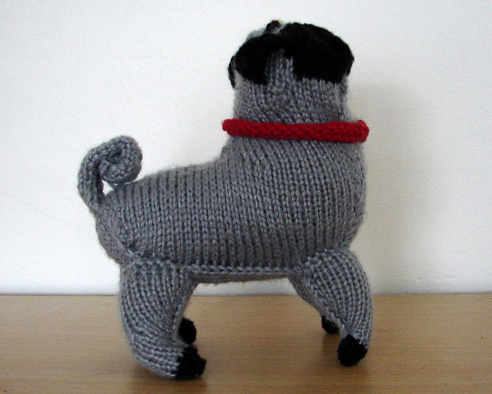 Knitting Pattern Dog Coat Pug : Ferbys Corner Knitting: Knitted pug dog
