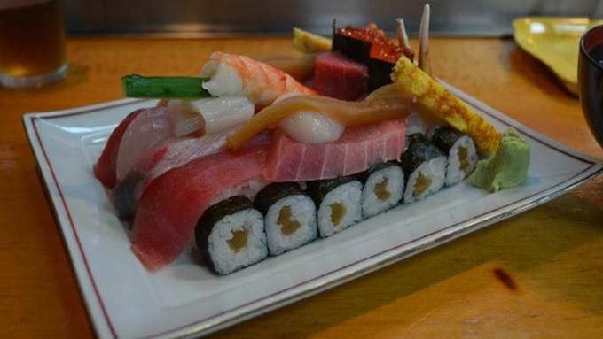 sushi bentuk kereta kebal