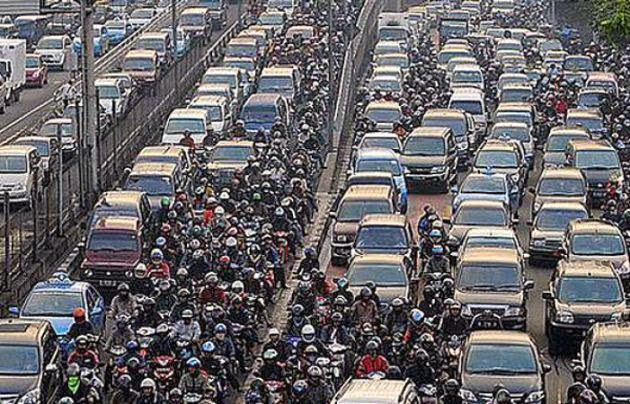 traffic jams in jakarta Vehicle emissions, made worse by jakarta's jams, account for 70 percent of air  pollution in the city besides the economic costs and negative.