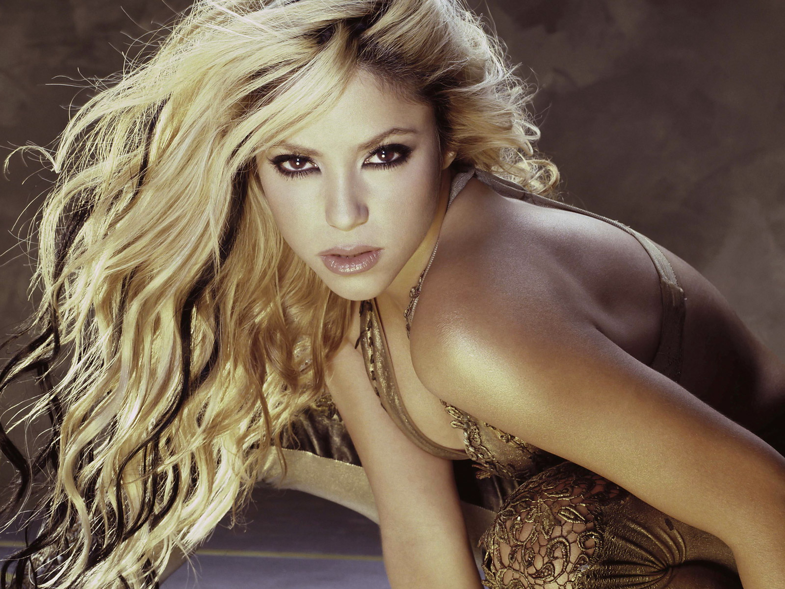 http://4.bp.blogspot.com/-GX-61Lv94gk/UGQmknk7JxI/AAAAAAAACpk/NBOTTLym8gs/s1600/The-best-top-shakira-desktop-wallpapers-9.jpg