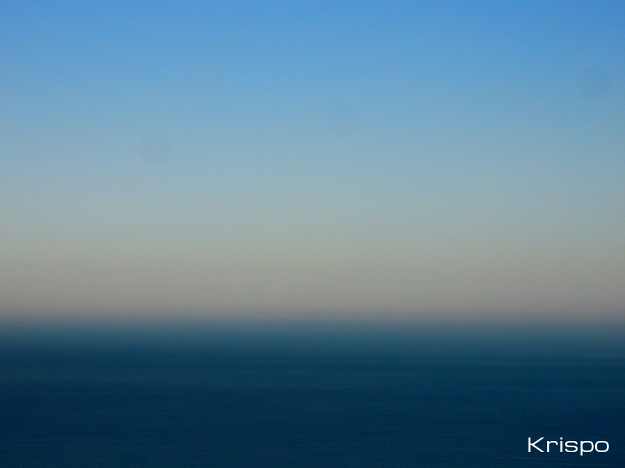 mar azul y cielo azul