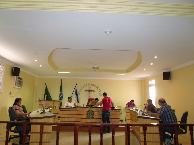 Sessão na câmara municipal de Senador Sá, dia 19/12/2012