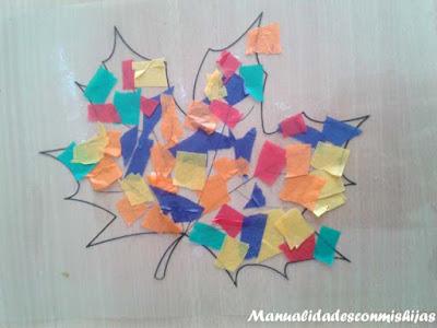 Hoja de otoño transparente y colorida