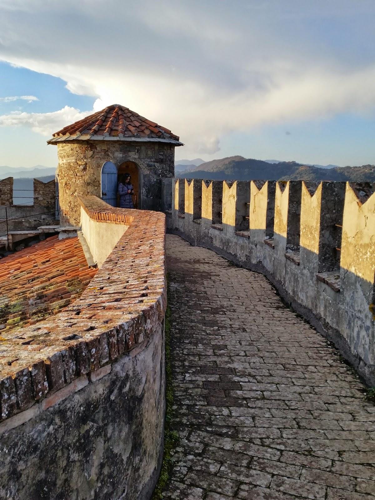 Castello di fosdinovo ed il suo fantasma toscani viaggiatori for Piani camera a castello