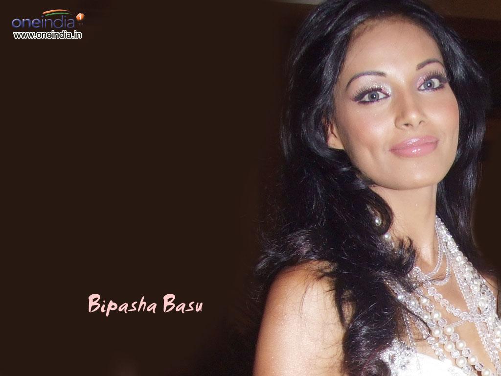 Bipasha Basu Wallpapers ~ Bollywood and Hollywood Portal