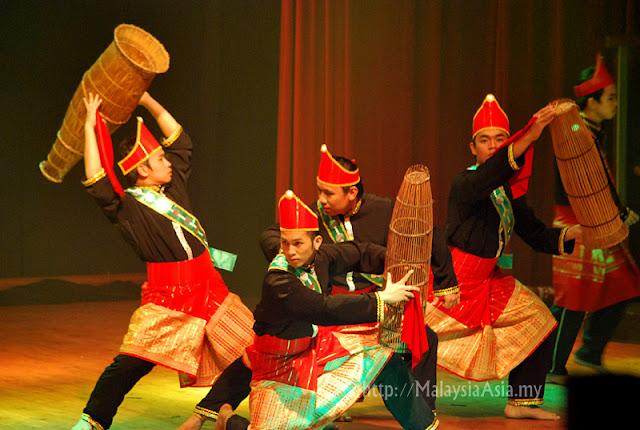 Liliput dance Sabah