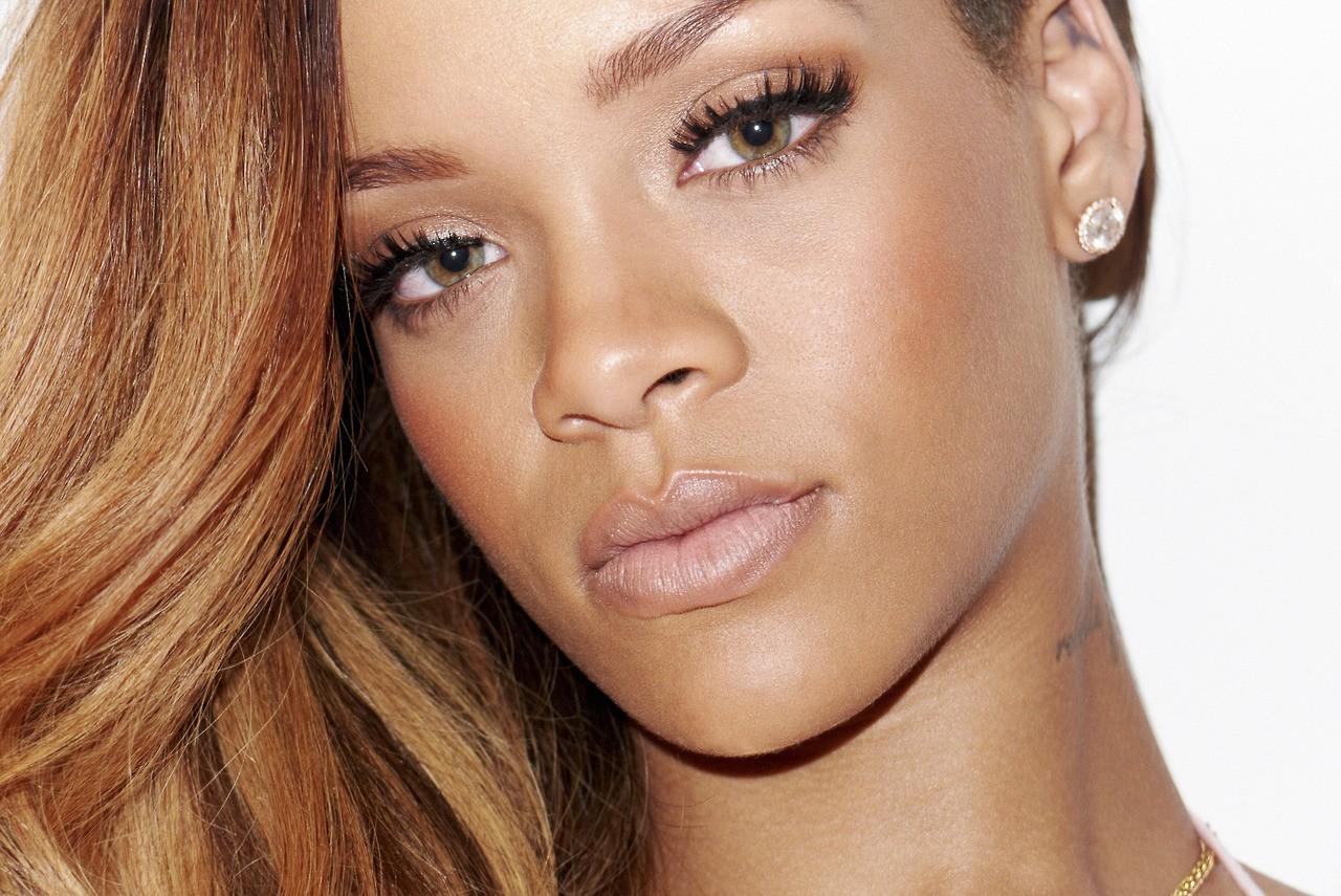 http://4.bp.blogspot.com/-GXx-z-QkQM8/URCfxKjJ-OI/AAAAAAABY9A/g9ZLRoRjDEw/s1600/Rihanna-magazine-photo-shoot-20136.jpg