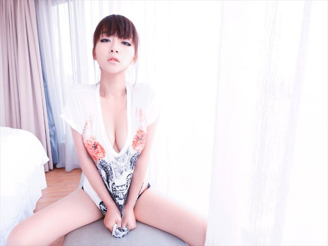 Hua Jia - Up Her Shirt on The Bed