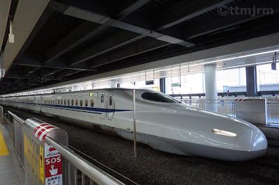 東海道新幹線品川駅停車中のN700系