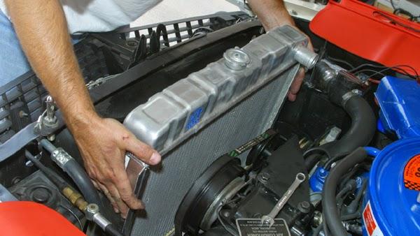Cara Membersihkan Radiator Mobil yang Benar