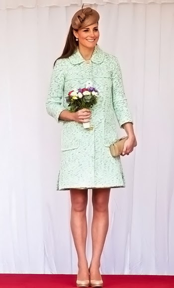 Catherine Middleton wears a beautiful mint Mulberry coat, April 2013