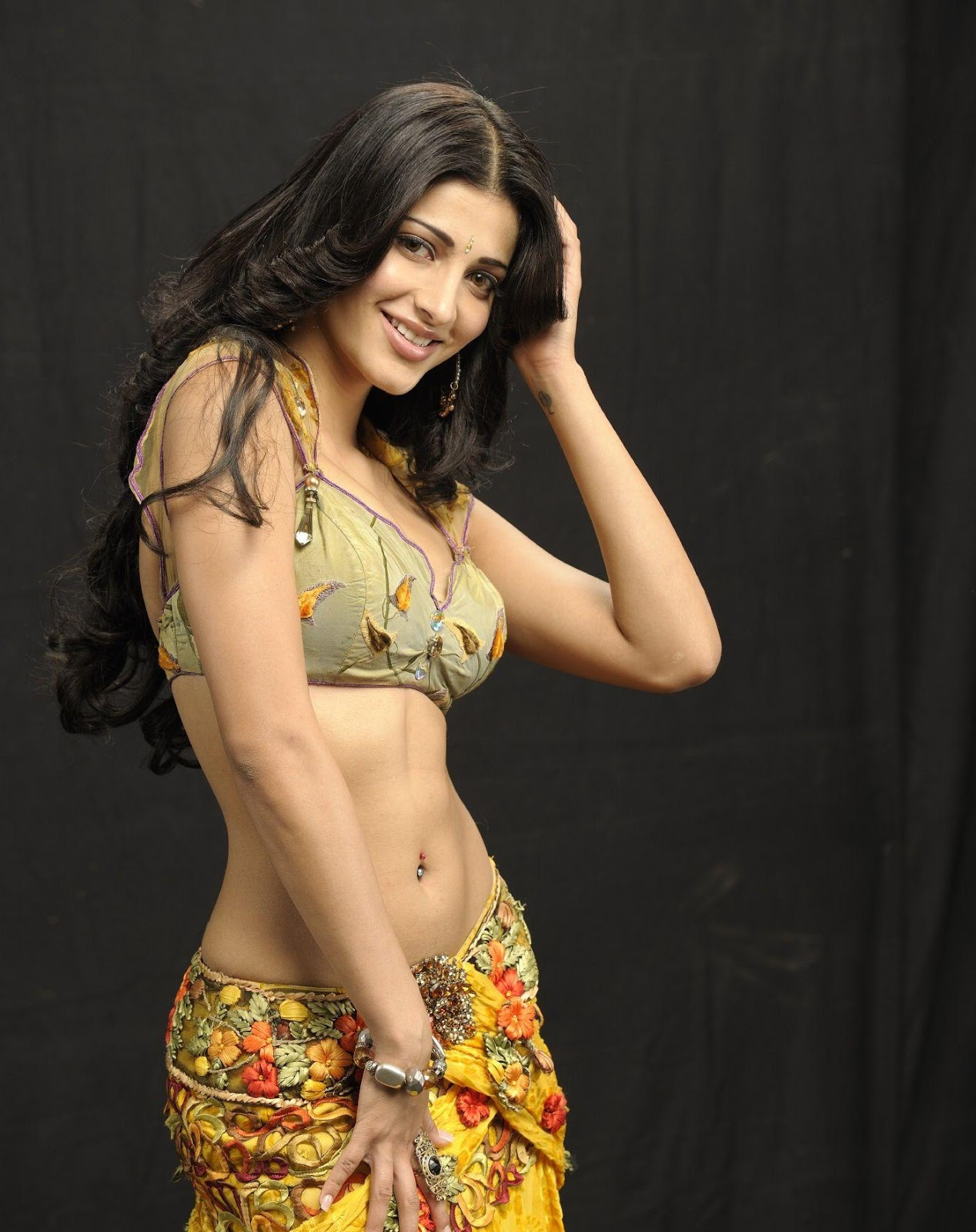 Bollywood : Shruti Haasan Showcasing Her Super Sexy Navel and ...