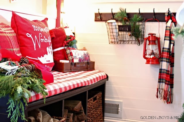 Christmas entryway with rustic decor-www.goldenboysandme.com