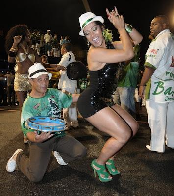 Ellen Cardoso - Musa da camisa verde e branco 3
