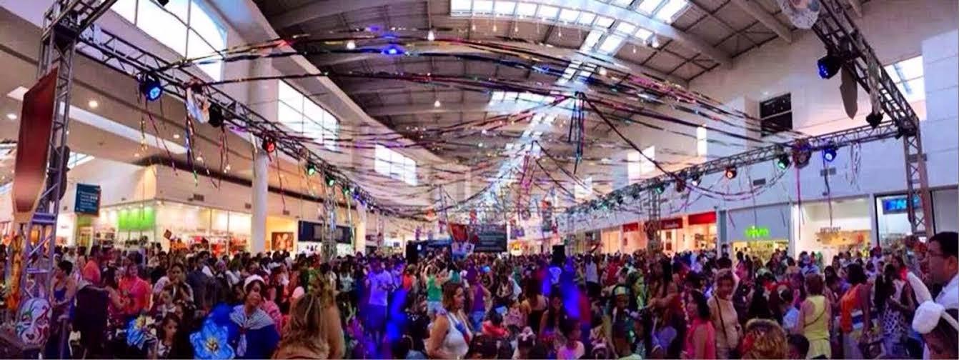 Tarde de autografos com a carnavalesca Rosa Magalhães no Shopping Grande Rio