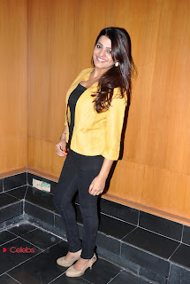 Tashu Kaushik Pictures in Black Jeans at Khwaaish Exhibition and Sale Event  0018