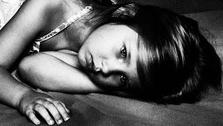 صورة طفلة حزينة 2013
