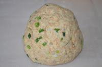 печенье с отрубями и луком: тесто скатать в шар