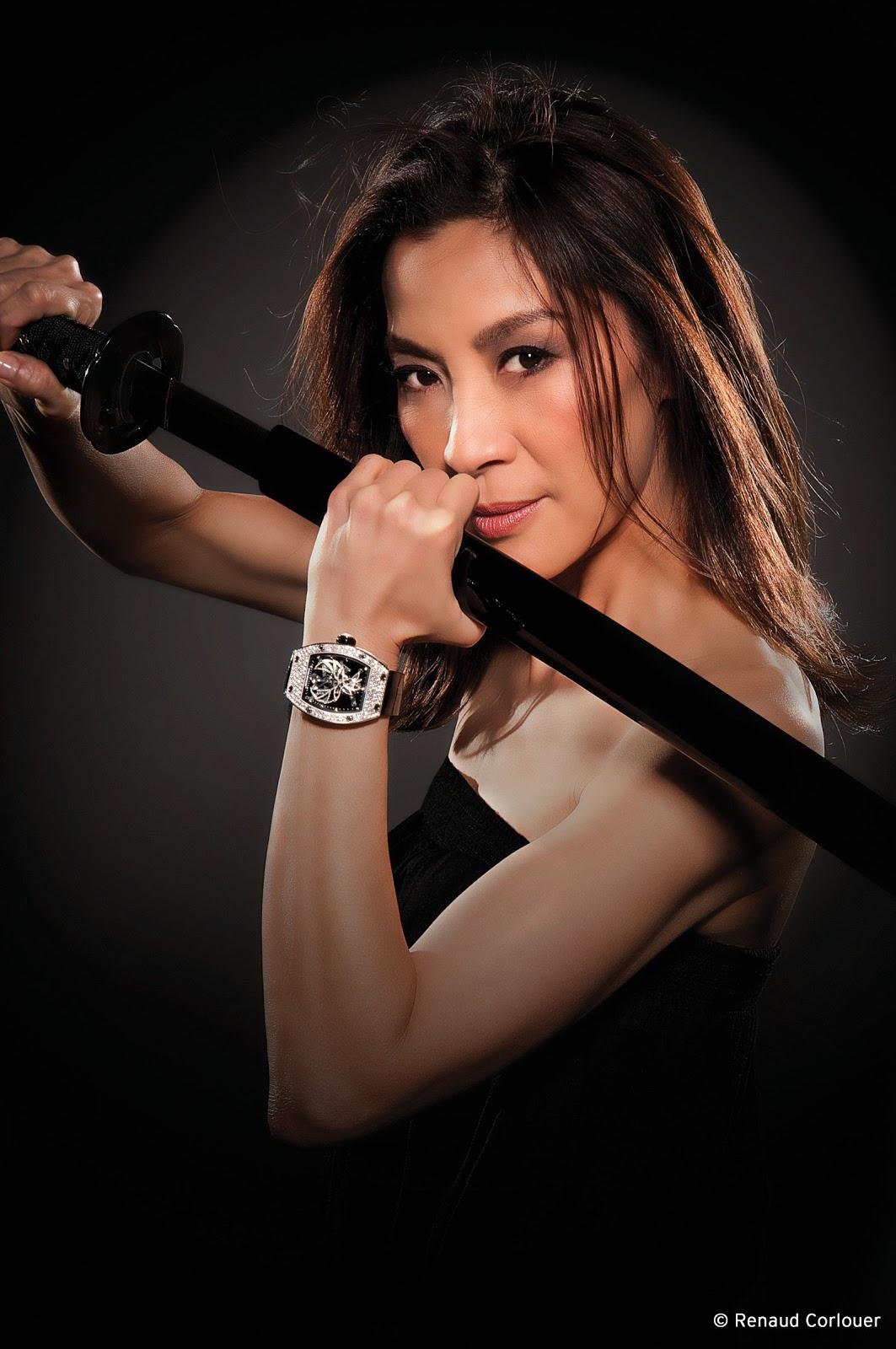 http://4.bp.blogspot.com/-GZXnNQTiL6k/UTCoDeW83EI/AAAAAAAANaw/m-CpjWI3ENY/s1600/Michelle-Yeoh-004.jpg