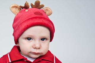 bayi lucu dengan pakaian natal bayi lucu dengan pakaian natal
