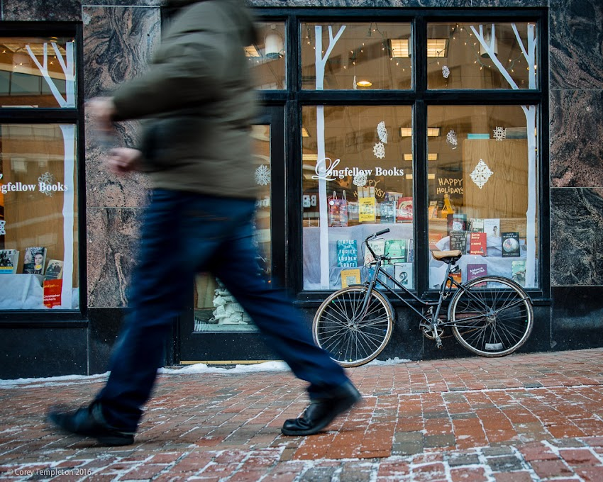 Portland, Maine USA January 2016 photo by Corey Templeton. A bicycle leaning against a window display at Longfellow Books​ in Monument Square yesterday.