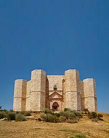La Puglia è terra di castelli: quello di Castel del Monte è il più magico e misterioso...