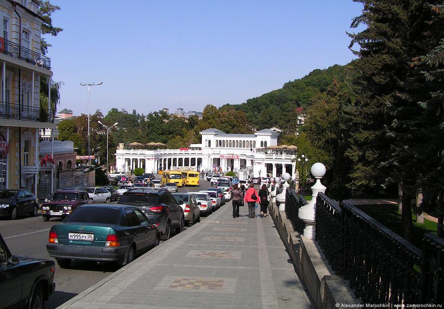 Колоннада со стороны проспекта Мира, Кисловодск