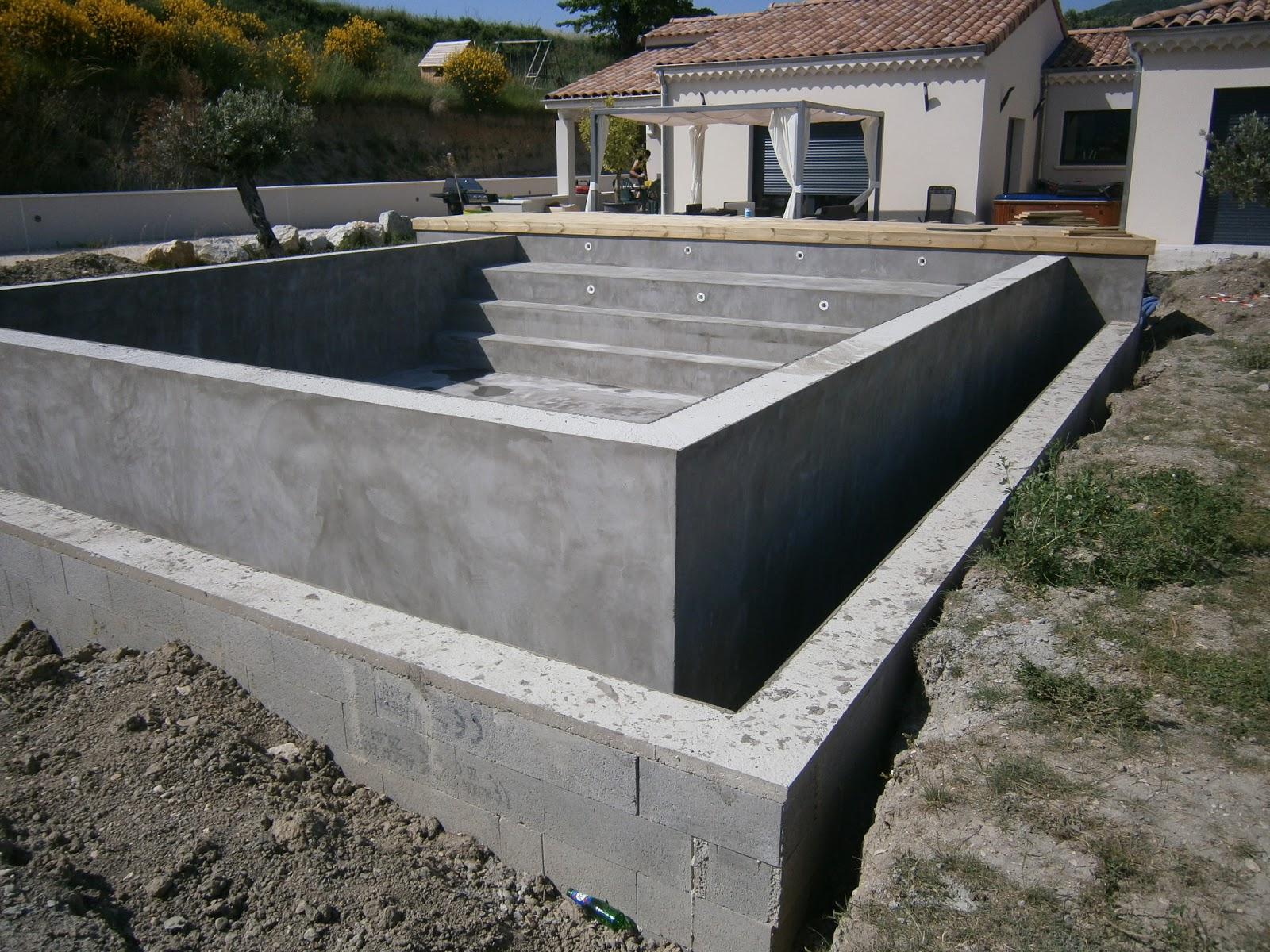 Maison direct r alisation d 39 une piscine d bordement for Realisation piscine