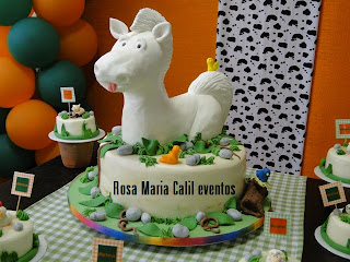bolo cavalo branco, torre de bolas, festa infantil, mini bolos, toppers