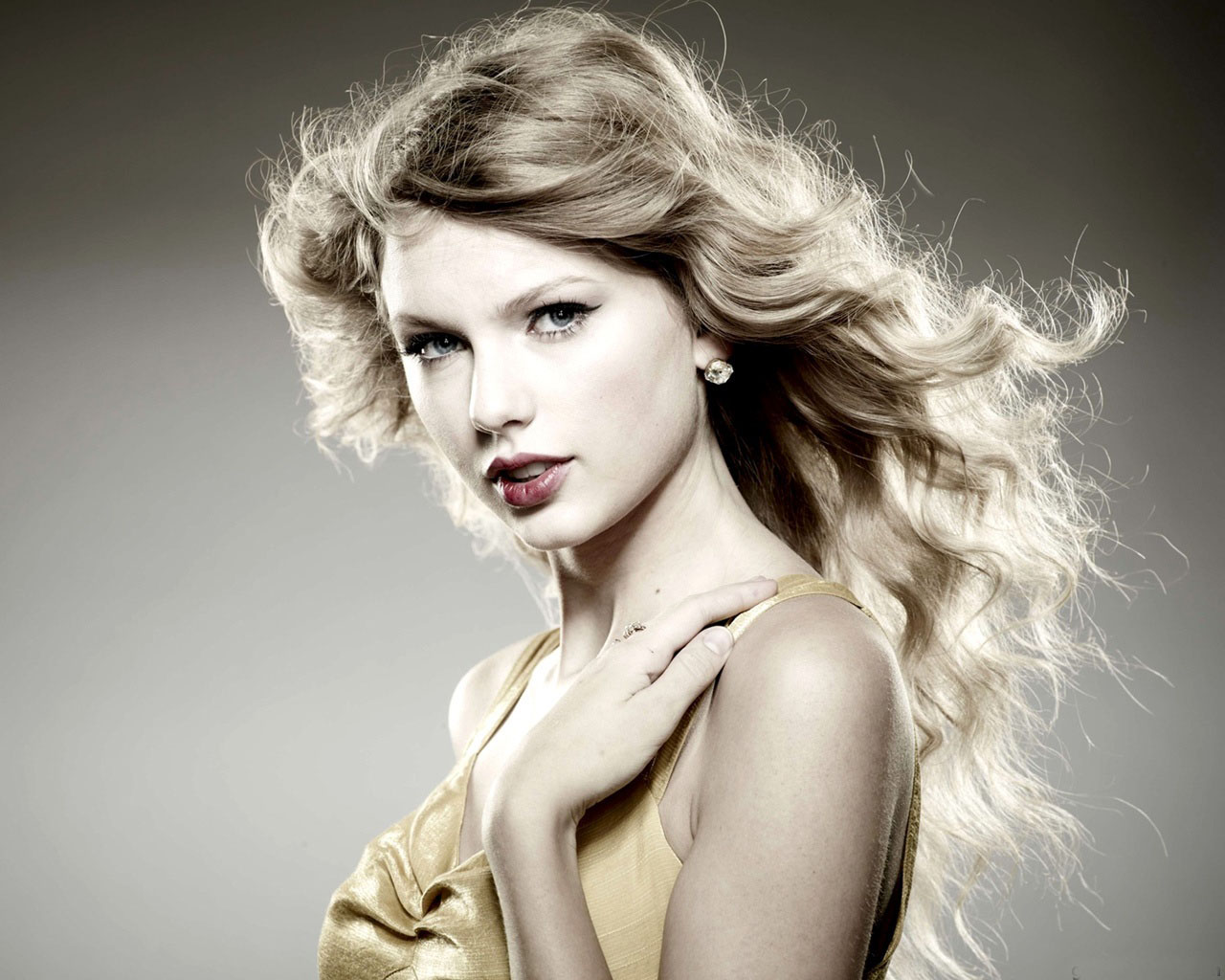 Celebrity picture taylor swift beautiful wallpaper gallery for Foto beautiful