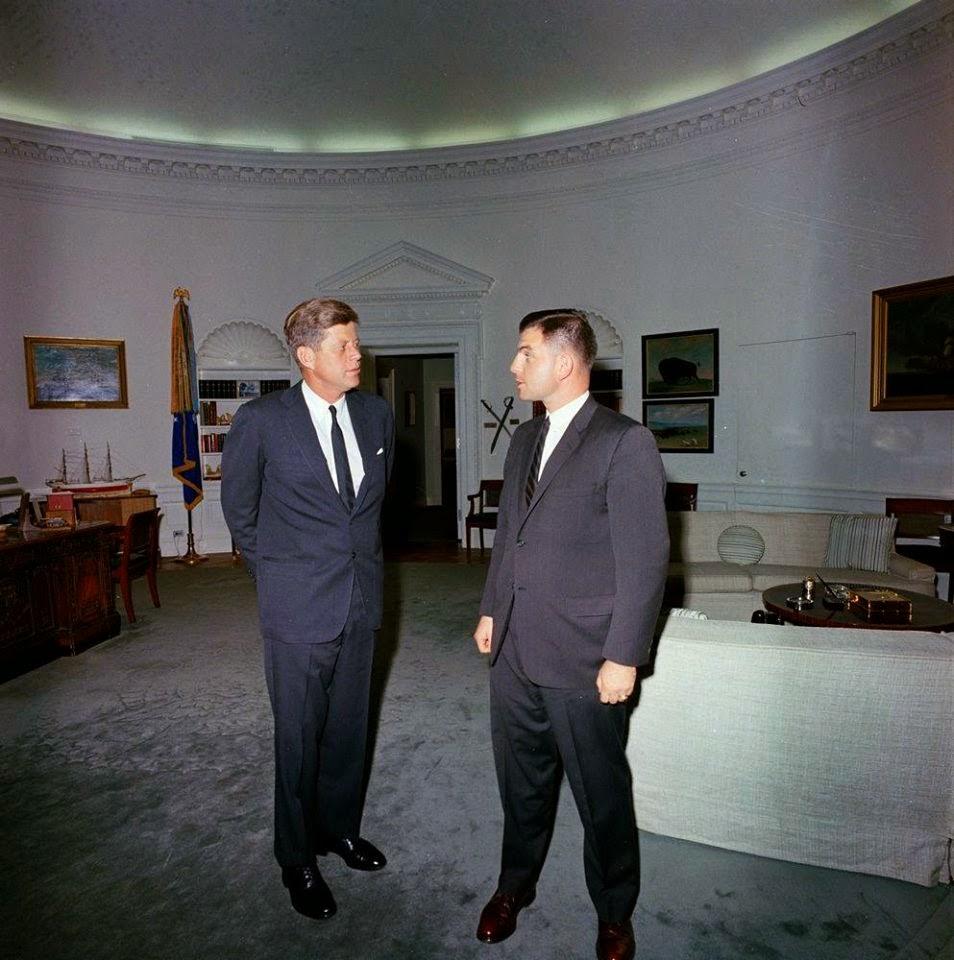 JFK meets Secret Service agent Ed Morey 11/20/63