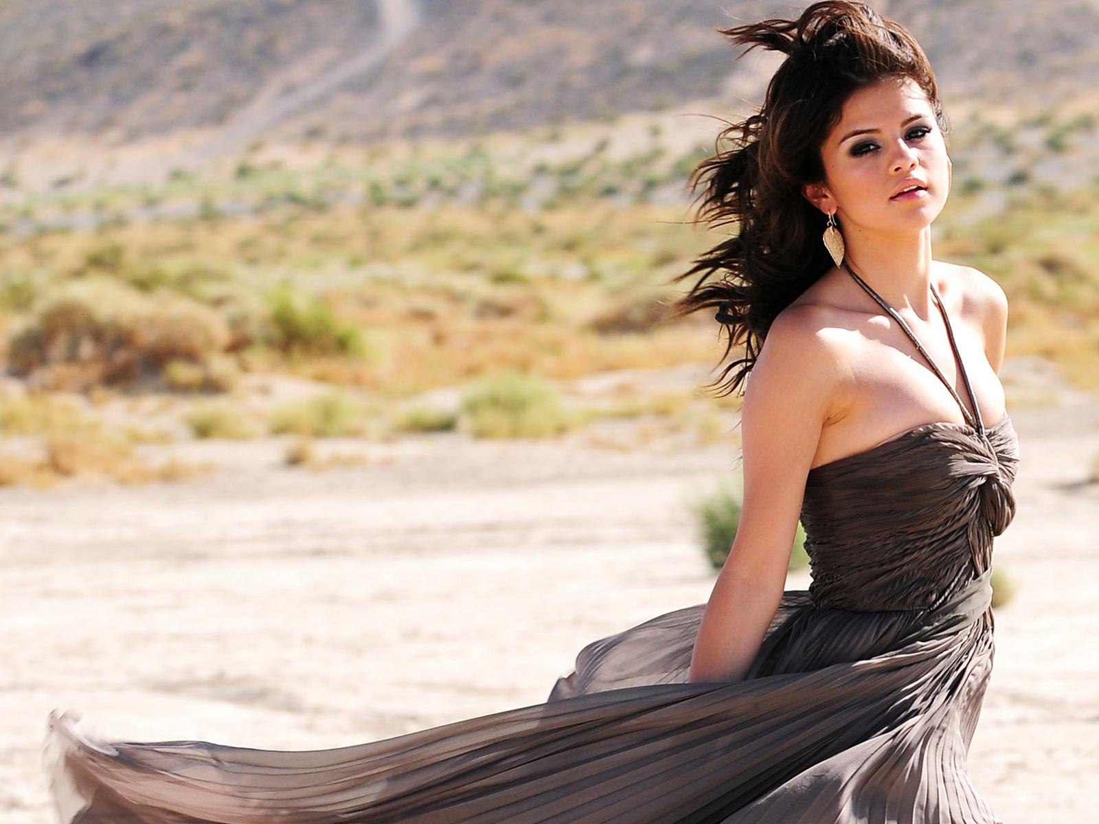 http://4.bp.blogspot.com/-GbFhaaJ3M1c/Tteyc9D9niI/AAAAAAAAANo/CKDB2cSYqh8/s1600/Selena+Gomez+04.jpg