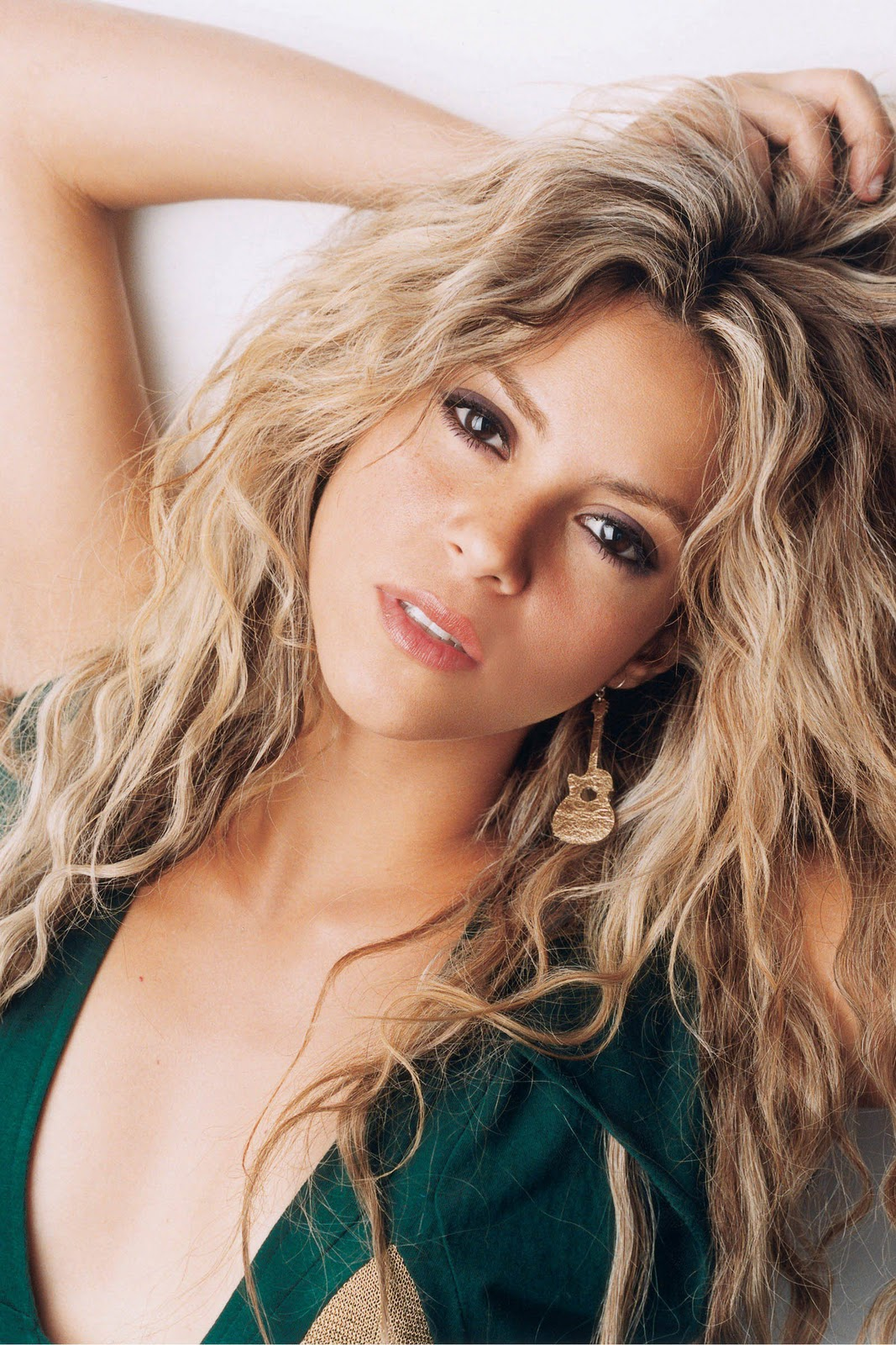 Shakira Hot Pics In Bi... Shakira