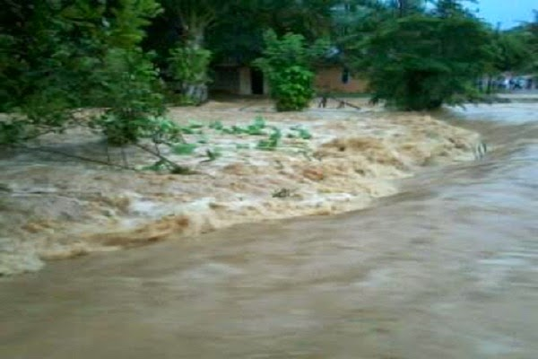 [Foto] Banjir di Sungai Tambang Kabupaten Sijunjung