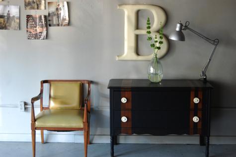 lampadario magda : una poltroncina vintage, la lampada industriale e la tua iniziale in ...